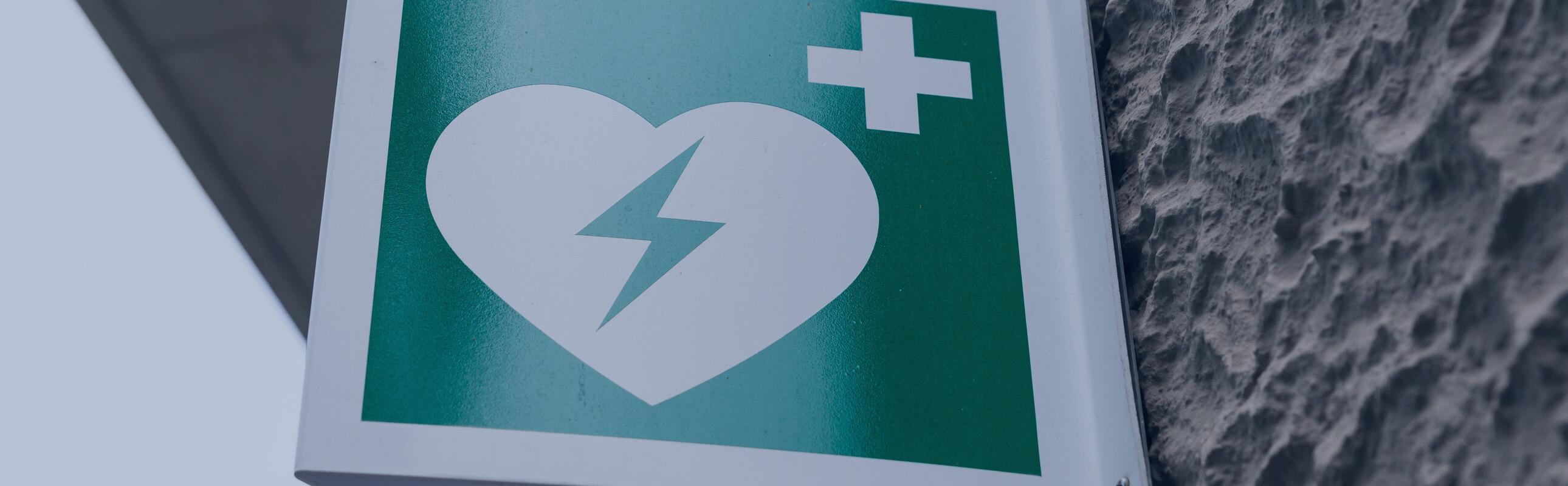 Signaler, déclarer et maintenir son défibrillateur